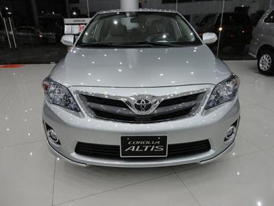 Xe 4 chỗ Altis 2013